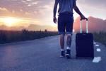 człowiek_z_walizka_delegacja